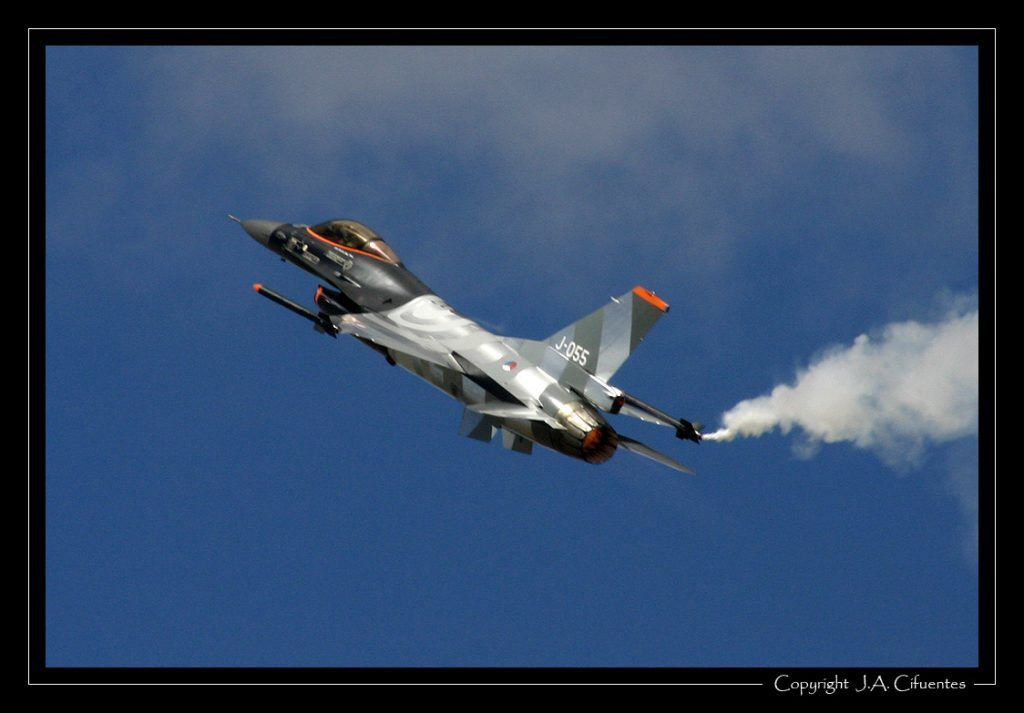 Lockheed-Martin F-16 Fighting Falcon solo display Team (Holanda).