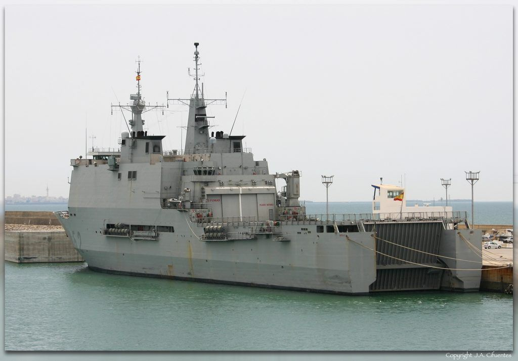 """Buque de Asalto Anfibio """"Castilla"""" (L-52) de la Armada."""