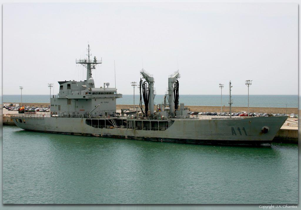 """Petrolero de la Flota """"Marqués de la Ensenada"""" (A-1) de la Armada."""