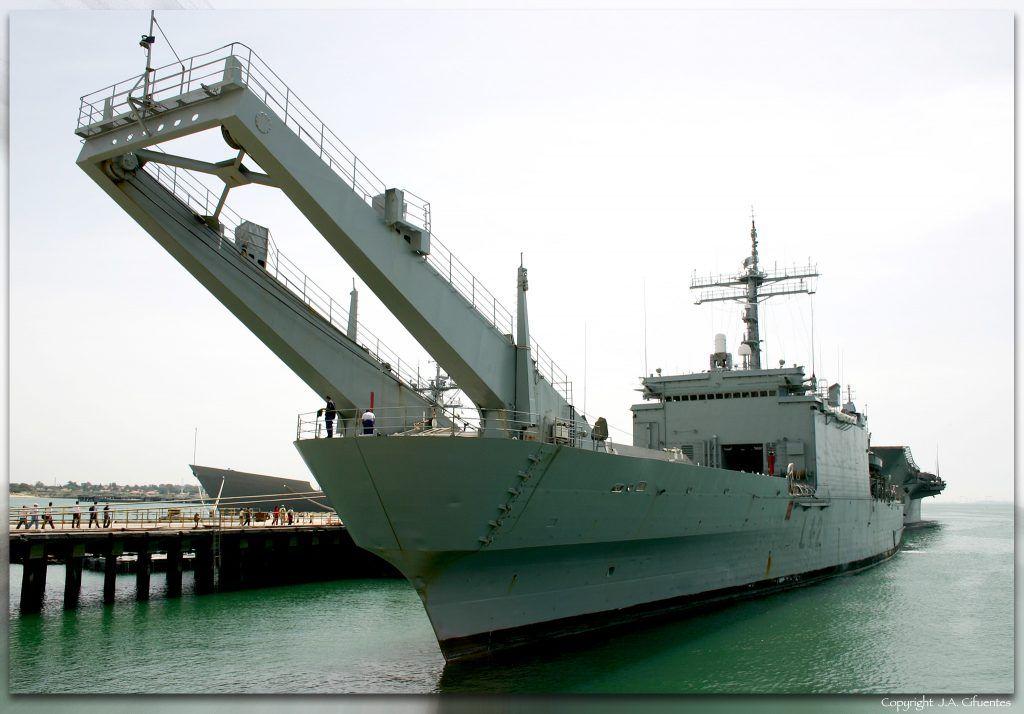 "Buque de desembarco ""Hernán Cortés"" (L-41) de la Armada."