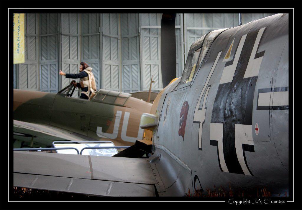 Messerschmitt Bf 109E-3 y Hawker Hurricane Mk IIB.