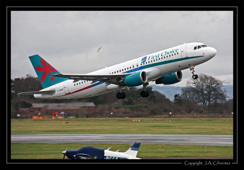 Airbus A320-214 (G-OOAR) de First Choice Airways.
