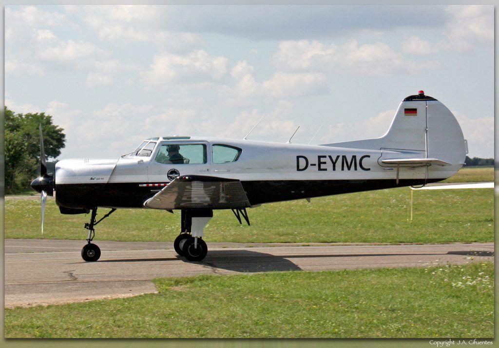 Yakovlev Yak-18T (D-EYMC).