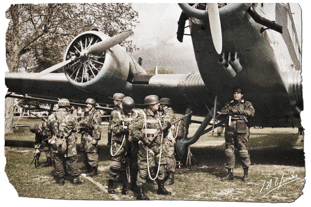 Paracaidistas alemanes junto al Junkers.