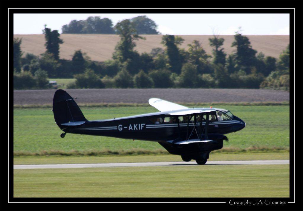 De Havilland DH.89A Dragon Rapide (G-AKIF).