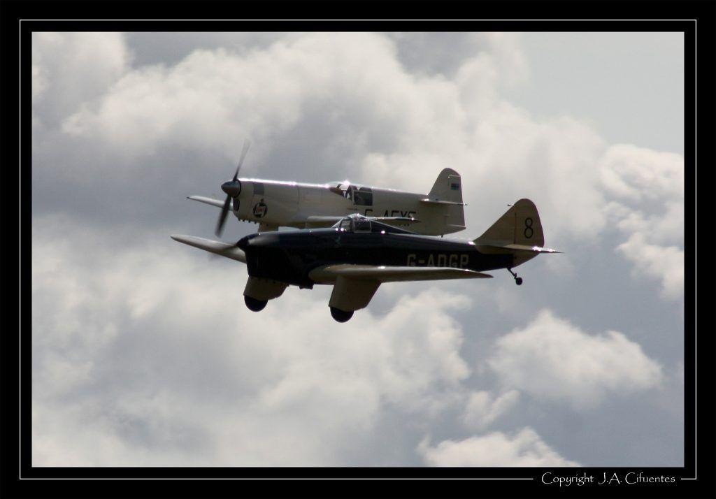 Miles M.2L Hawk Speed Six y Percival P.6 Mew Gull.