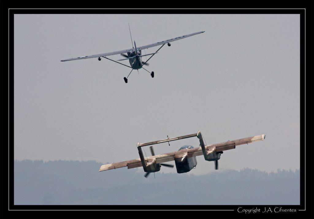 Cessna L19 Bird Dog (EC-MAB) y North American Rockwell OV-10B Bronco (F-AZKM).