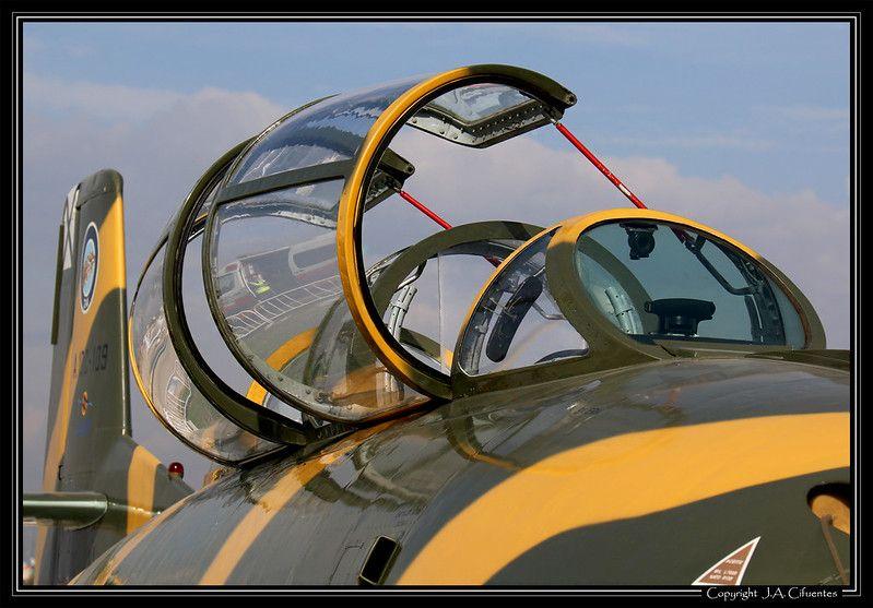 Hispano Aviación HA-220 Super Saeta (EC-DXJ).