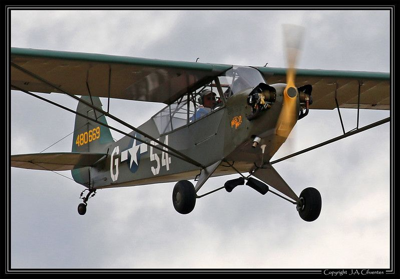 Piper L-4 «Grasshopper» (EC-AJY).
