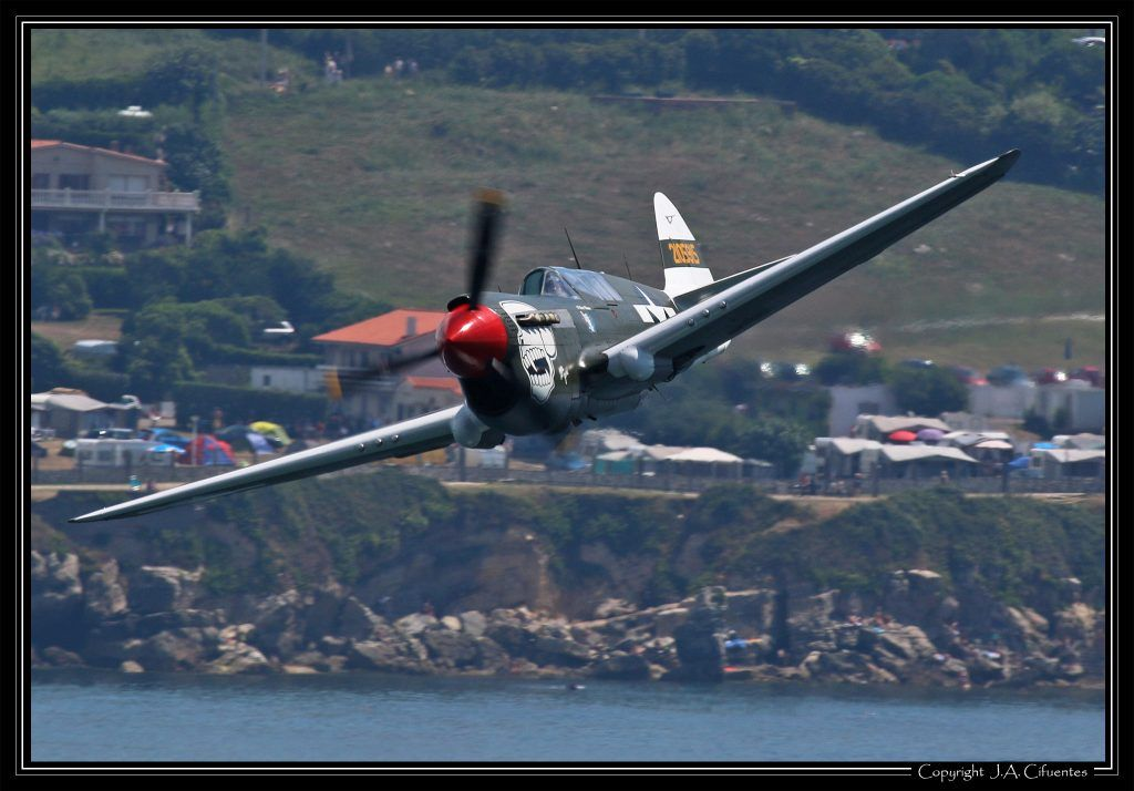 "Curtiss P-40N-5-CU Warhawk (F-AZKU) ""Little Jeanne""."