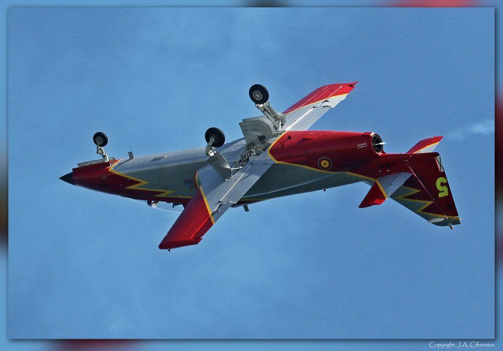 """CASA C-101 """"Aviojet"""" de la Patrulla Águila en la Festa al Cel. Mataró, 20 de septiembre de 2015."""