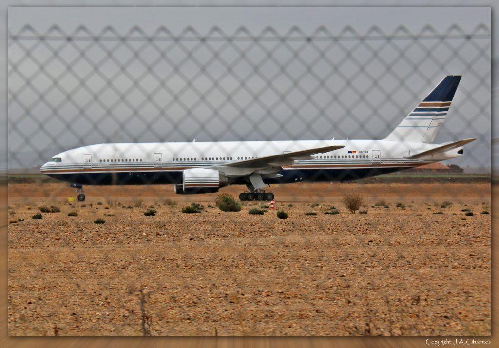 Boeing 777-28E/ER (EC-MIA) de Privilege Style.