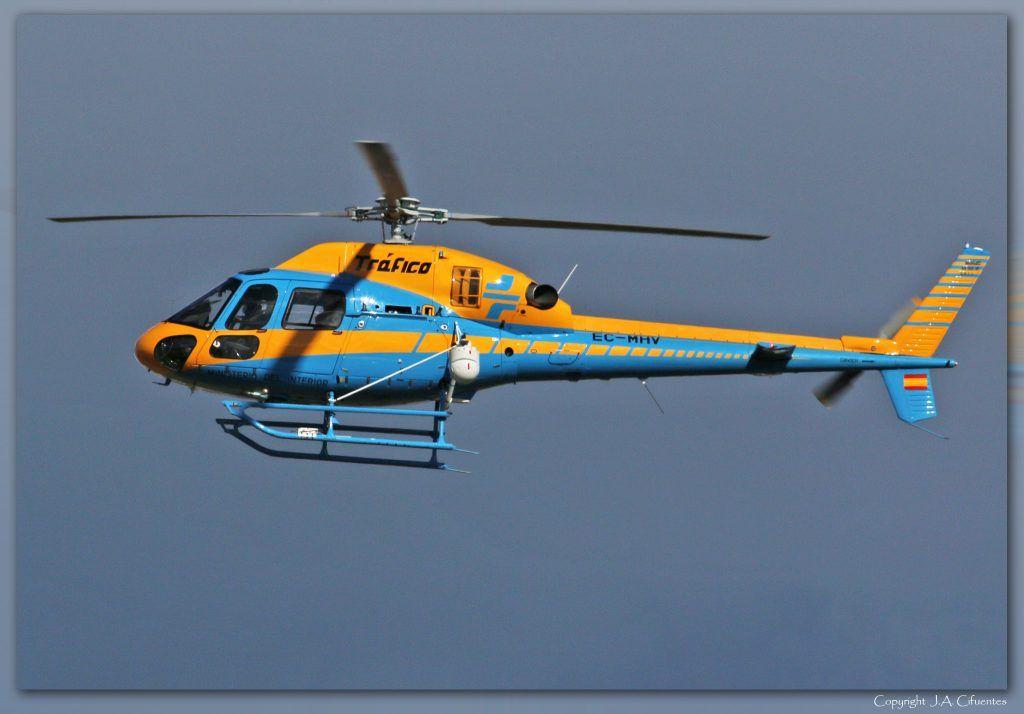 Aérospatiale AS 355NP Ecureuil 2 (EC-MHV) de la Unidad de Helicópteros de la Dirección General de Tráfico.