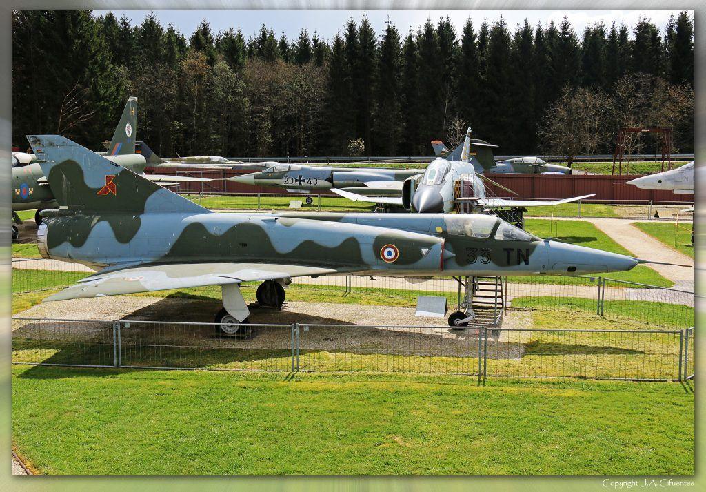 Dassault Mirage III R (33-TN).