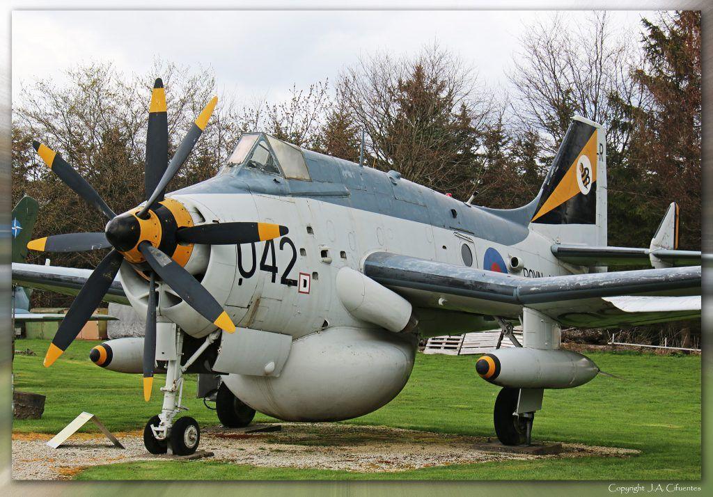 Fairey Gannet (XL 450).