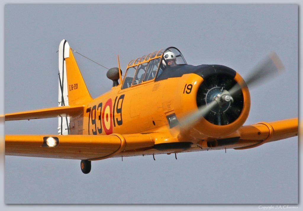 "North American T-6 ""Texan""."