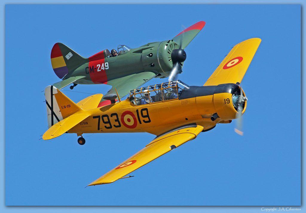"""North American T-6 """"Texan"""" y Polikarpov I-16 """"Rata"""" o """"Mosca""""."""