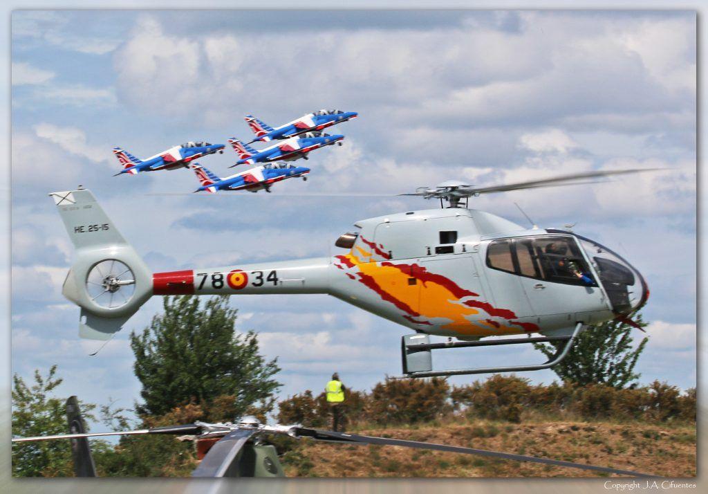 La Patrulla Aspa, con sus Eurocopter EC 120B Colibrí.