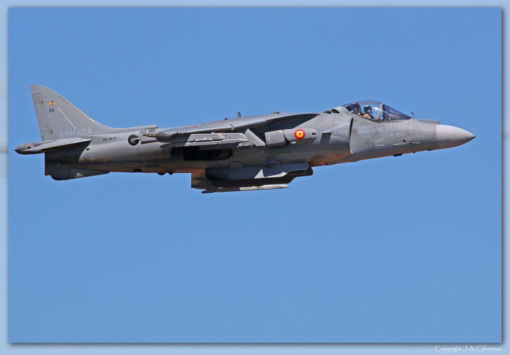 McDonnell Douglas AV-8B Harrier II Plus de la Armada.