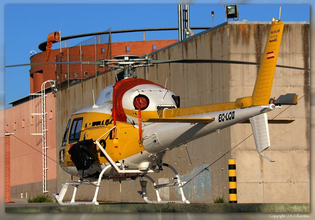 Aerospatiale AS-355 (EC-LCD) de Sky Helicópteros. Parque Central de Bomberos de Las Rozas, Madrid (LELR).