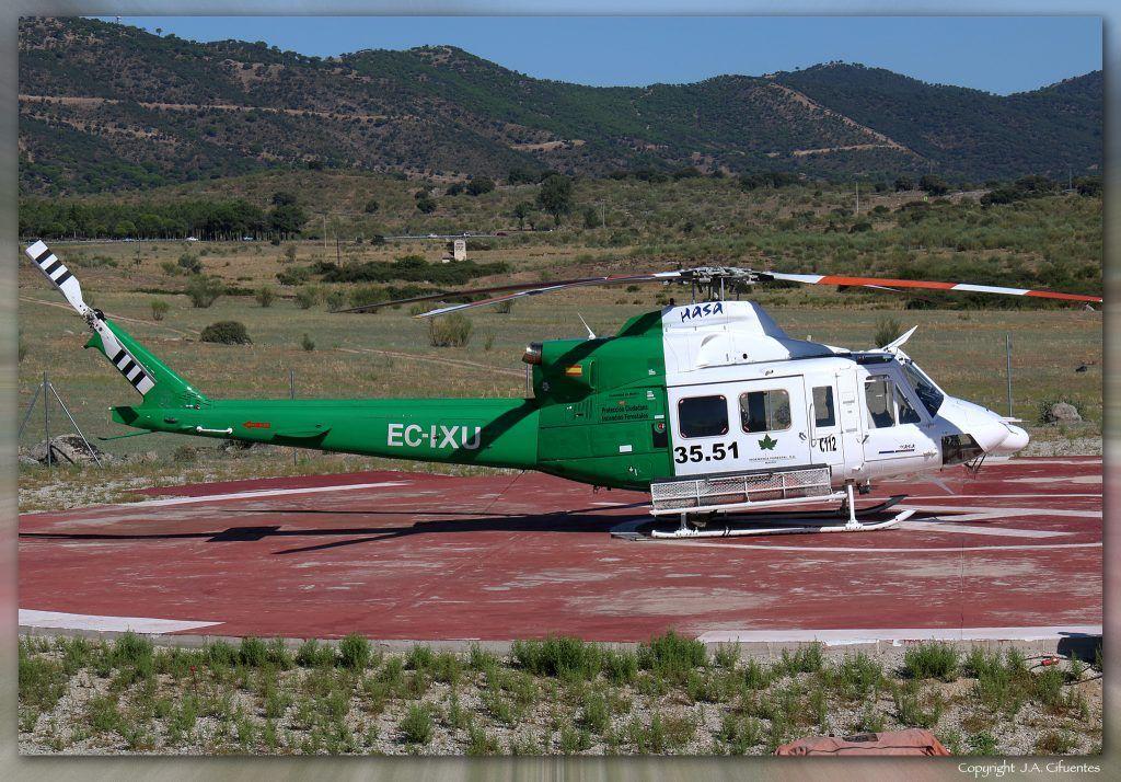 Bell 412 (EC-IXU) de Hispánica de Aviación (HASA). Base Forestal de las Navas del Rey, Madrid.
