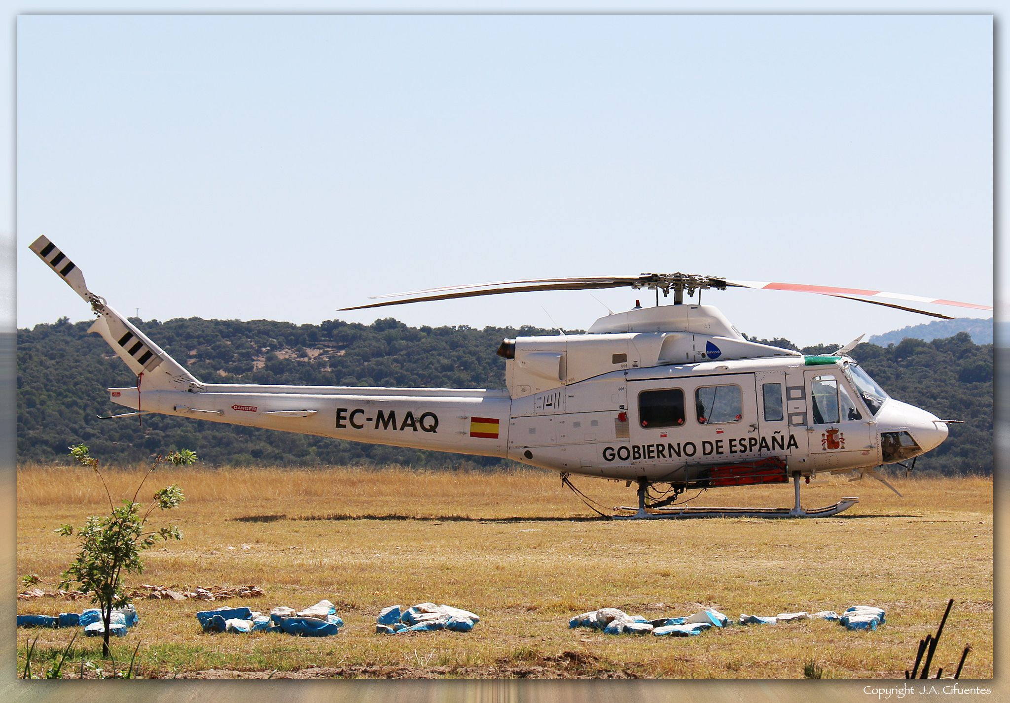 Bell 412 (EC-MAQ) de Babcock. Aeródromo del Tiétar/La Iglesuela (LETI), Toledo.