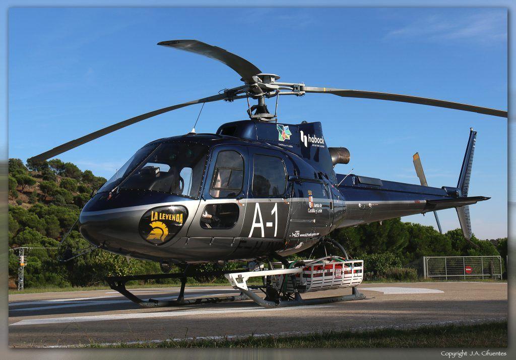 Eurocopter AS-350B3 Ecureuil (F-HJNP) de H21 Helicopters. Base Forestal de Cebreros, Ávila (LEEB).