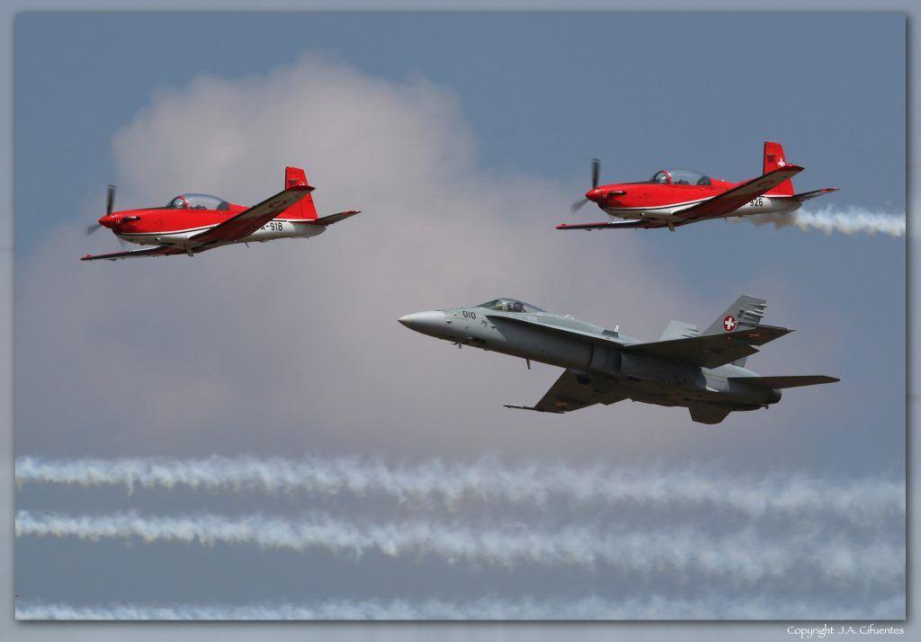 F/A-18 Hornet y Pilatus PC-7 Turbo Trainer de la Fuerza Aérea Suiza.