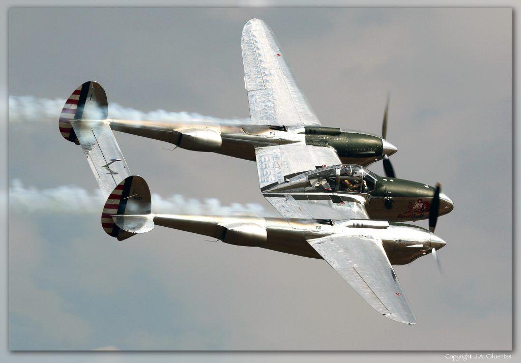 Lockheed P-38 Lightning (N25Y).
