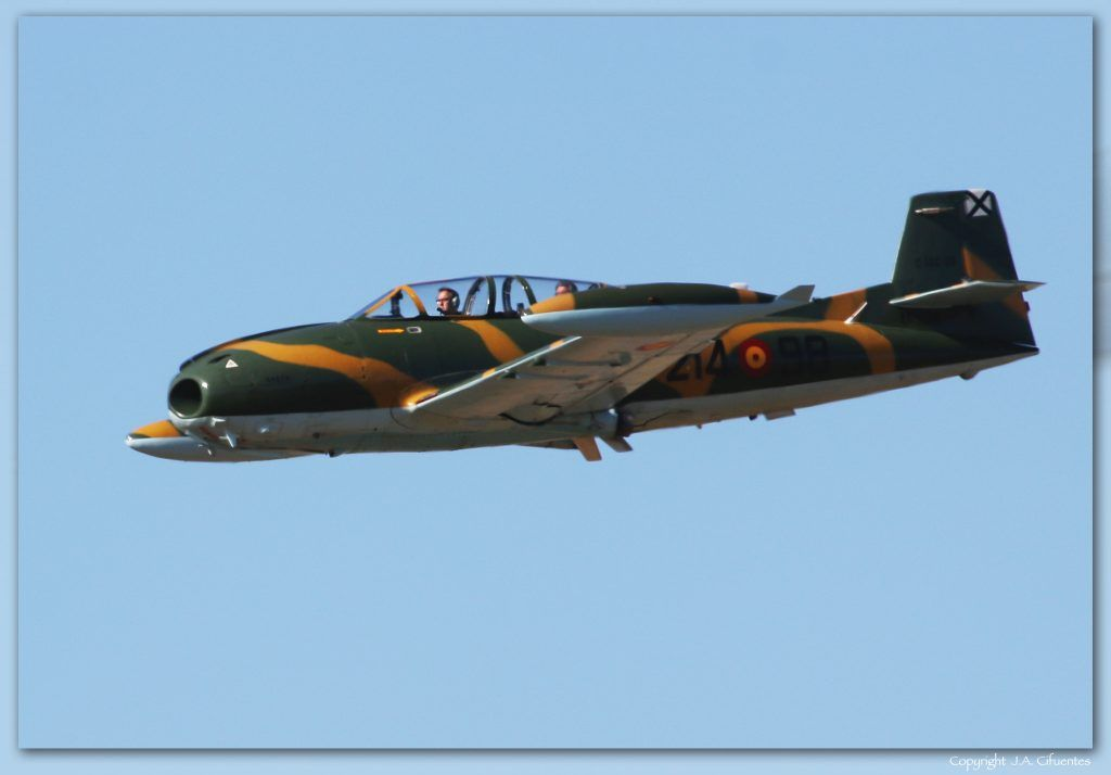 "Hispano Aviación HA-220 ""Super Saeta""."