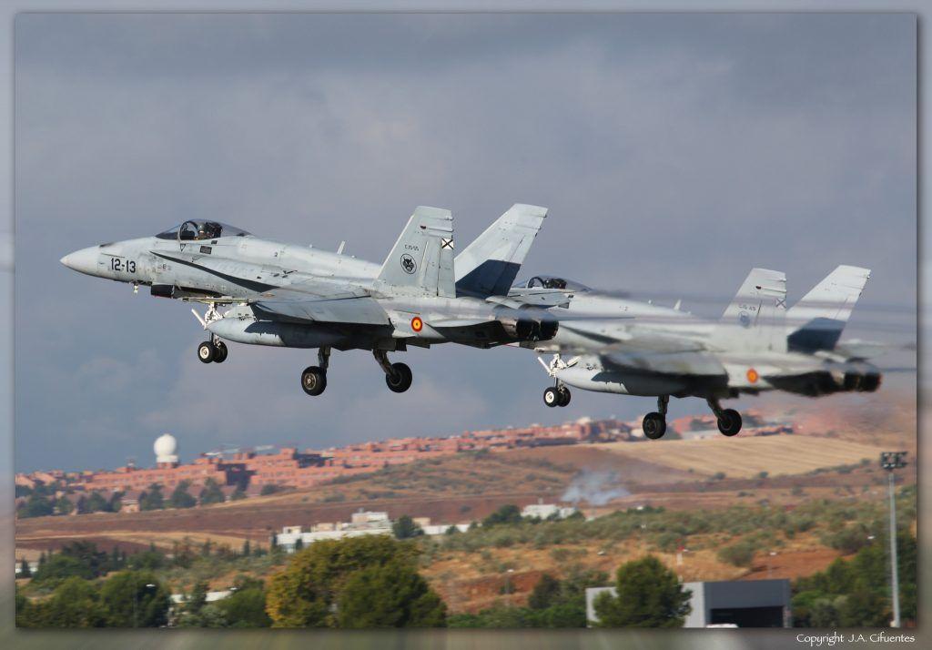 C.15-55 / 12-13 (cn 818/A575) y C.15-49 / 12-07 (cn 0765/A564) McDonnell Douglas EF-18A+ del Ejercito del Aire.