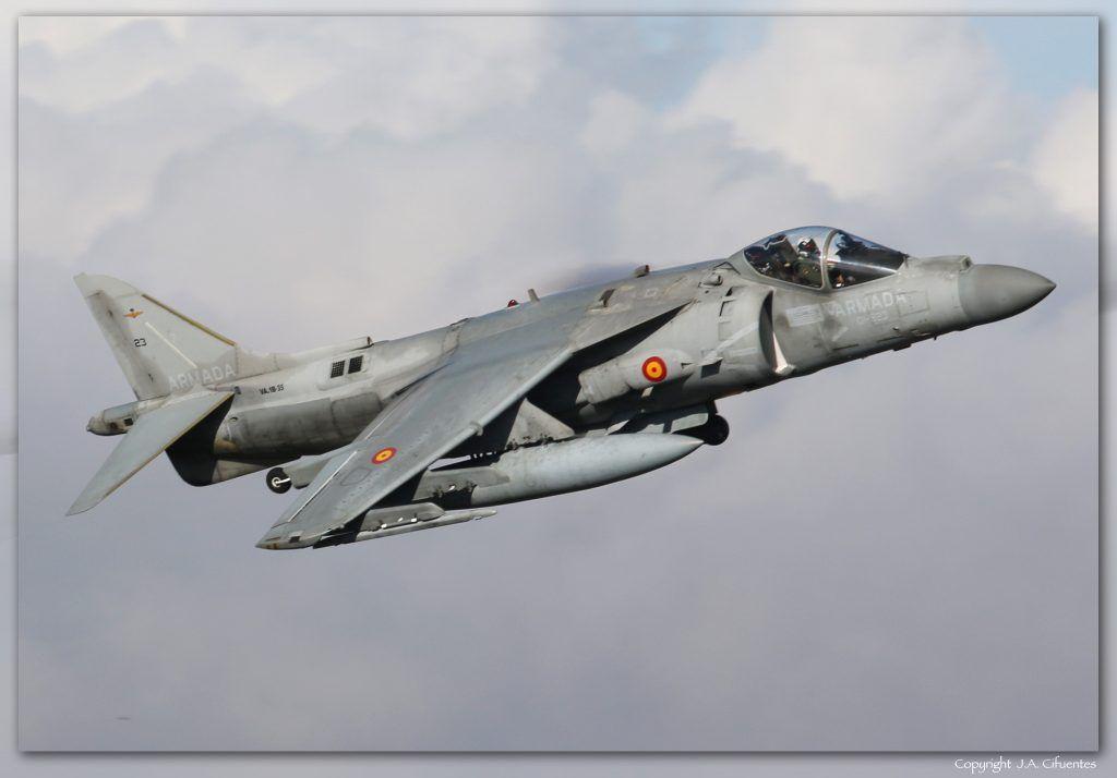 VA.1B-35 - McDonnell Douglas AV-8B+ Harrier II de la Armada.