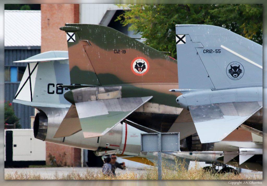 CR.12-55 / 12-64 McDonnell Douglas RF-4C Phantom II; C.12-19 / 12-15 McDonnell Douglas F-4C Phantom II y C.8-12 (cn 6092) Lockheed F-104G Starfighter del Ejercito del Aire.