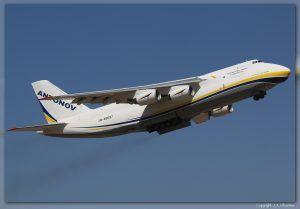 Antonov An-124-100M (UR-82007) de Antonov Airlines, Aeropuerto de Zaragoza.