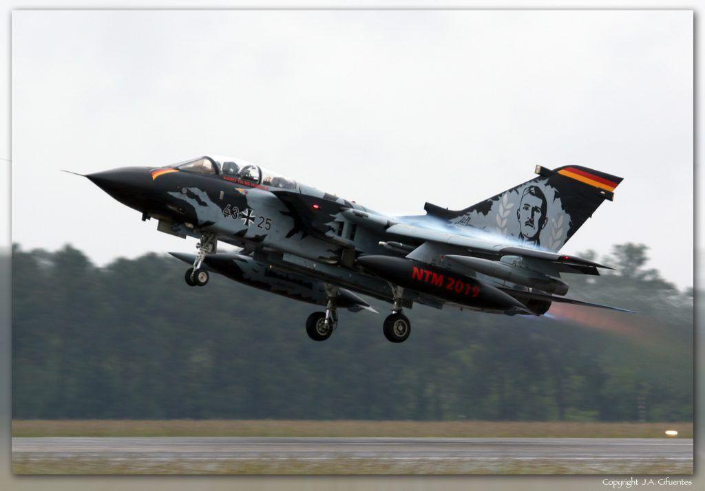 PANAVIA Tornado ECR del Taktisches Luftwaffengeschwader 51 'Immelmann' de la Luftwaffe.