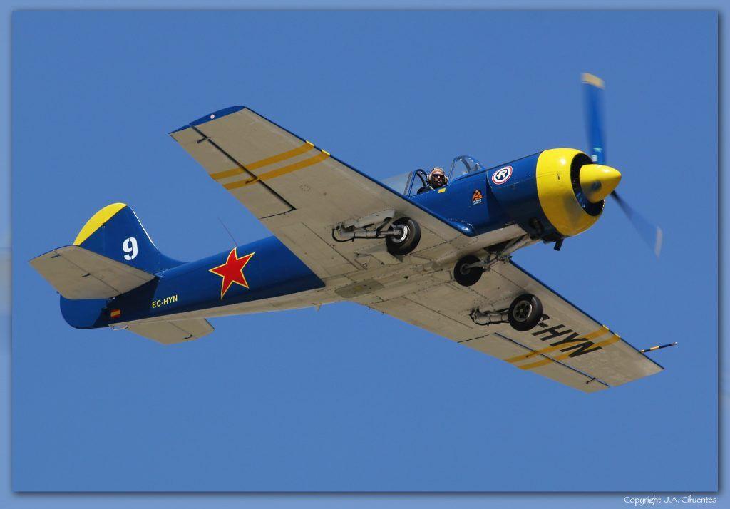 Nico Goulet con su Yakovlev Yak-52 (EC-HYN).