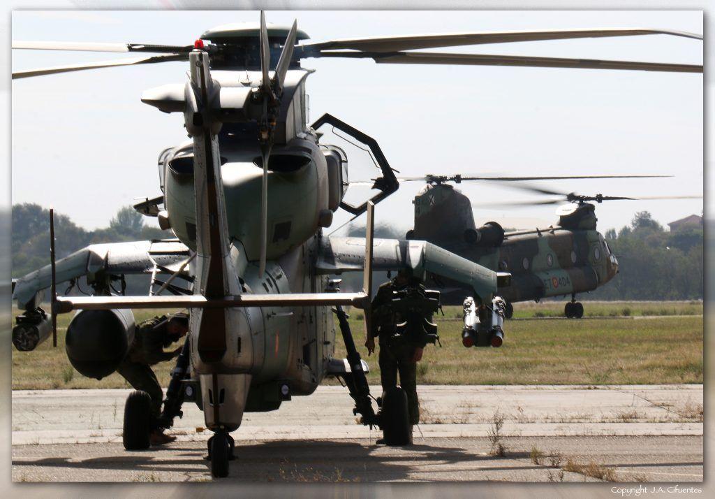 Eurocopter EC-665 Tigre y Boeing CH-47 Chinook.