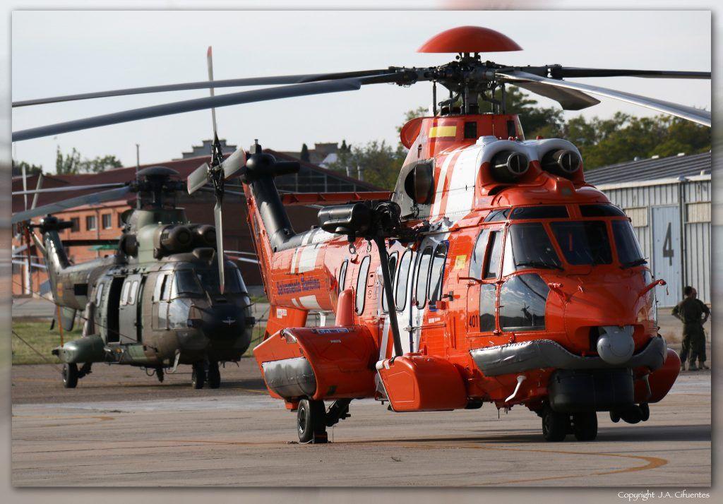Airbus Helicopters H225M (EC-MCR) de Salvamento Marítimo y Aerospatiale AS-332B1 Super Puma de las FAMET.
