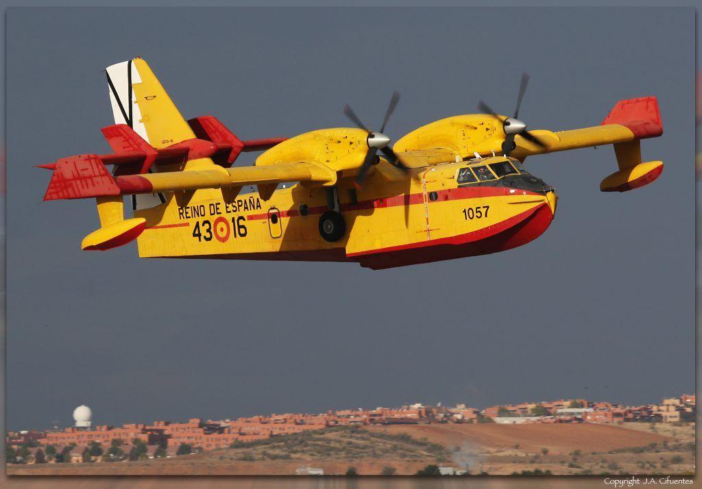 UD.13-16 (cn 1057) Canadair CL-215T del Ejercito del Aire.
