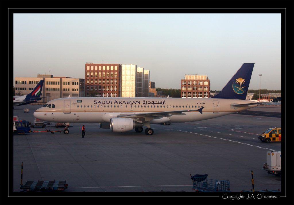 Airbus A320-214 (HZ-ASC) de Saudi Arabian Airlines.