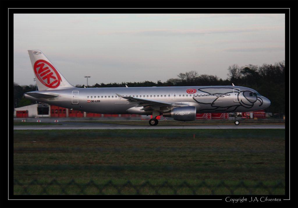 Airbus A320-214 (OE-LEB) de Niki.