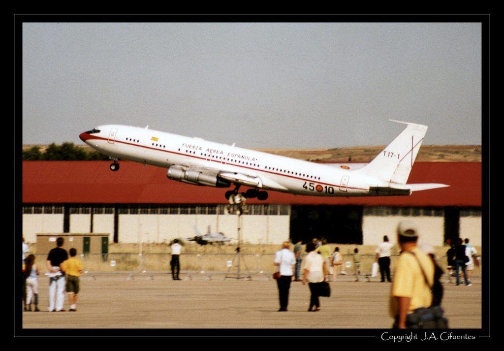 Boeing 707 (TK17-01 / 45-10) del 45 Grupo del Ejército del Aire.