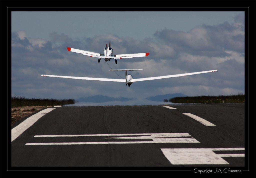 Morane Saulnier MS893A Rallye 180 EC-LDT y Grob G103-A Twin II Acro EC-HRI del Club Nimbus de Vuelo a Vela.