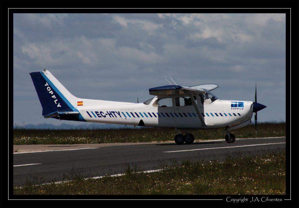 Cessna 172RG Cutlass EC-HTY de Top Fly.