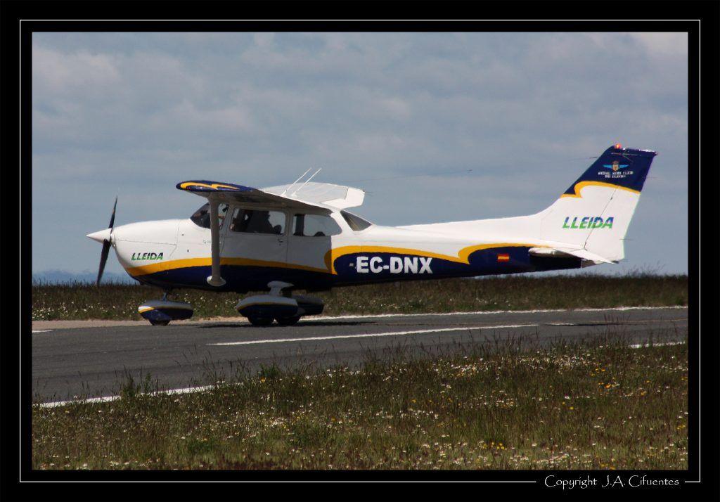 Reims/Cessna F172N Skyhawk II EC-DNX del Real Aero Club de Lérida.