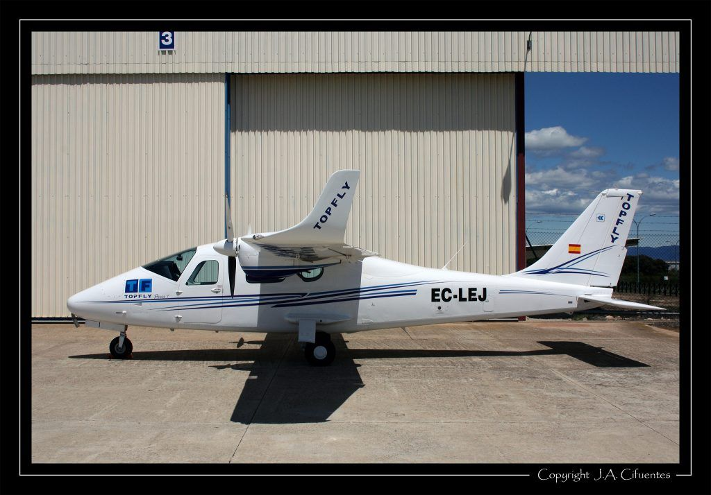 Tecnam P2006T EC-LEJ de Top Fly.