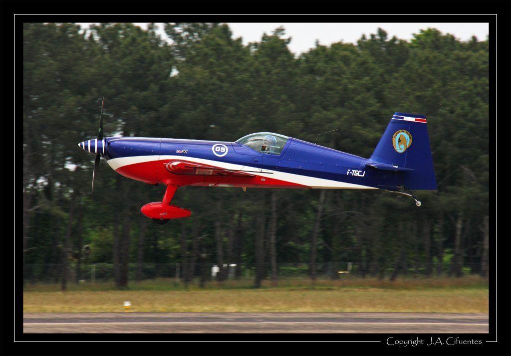 Extra EA-330SC EVAA Equipe de Voltige de l'Armée de l'Air.