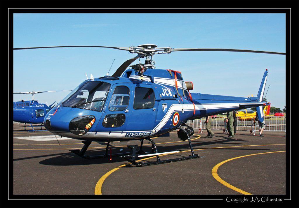 Aerospatiale AS350B Ecureuil de la Gendarmerie.