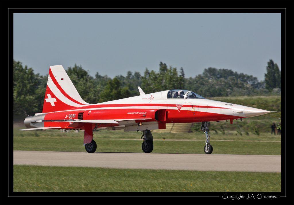 """Northrop F-5E Tiger """"Patrouille Suisse"""" - Forces Aériennes Suisses."""