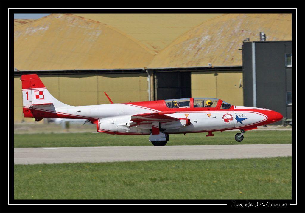 """PZL TS-11 Iskra bis B - """"Biało-Czerwone Iskry"""" - Siły Powietrzne."""